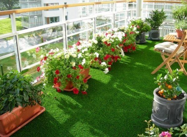 Tự làm sân cỏ nhân tạo tuyệt đẹp