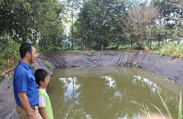 Làm hồ chứa nước tưới cây bằng bạt (màng chống thấm) HDPE