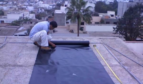 Dân Israel làm chống thấm mái nhà bằng màng chống thấm HDPE