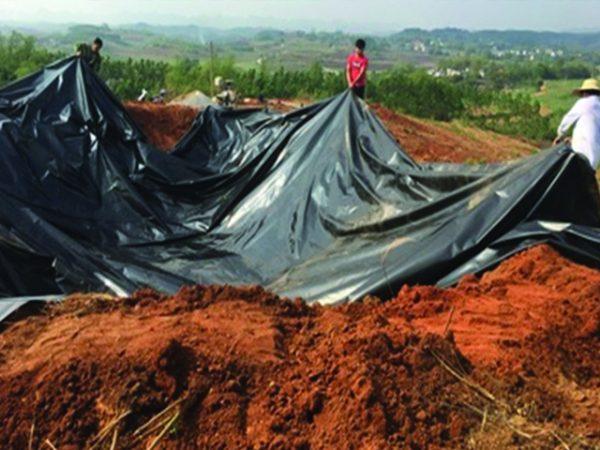 Cách làm mặt bằng đào đất trước khi thi công trải bạt HDPE